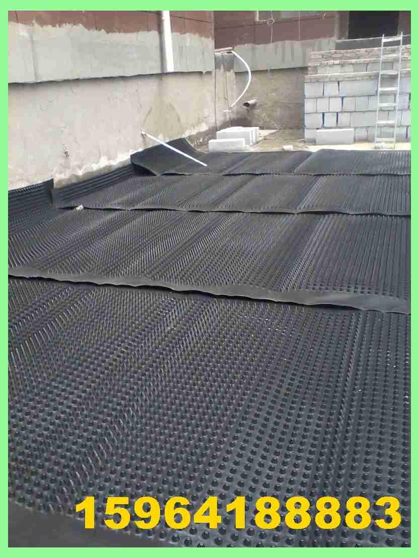 排水板在楼顶花园铺设